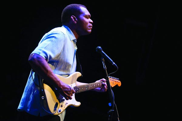 Robert Cray Returns To Newton Theatre in February 2016