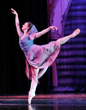 Roxey Ballet To Hold Open Auditons For Classic Stories, featuring 'Cinderella'