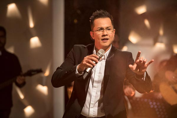 Columbian singer Charlie Zaa To Perform At BergenPAC In August