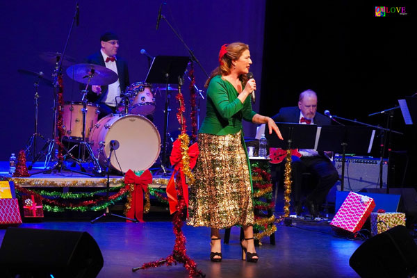 "Ana Gasteyer's ""Holiday Tipple"" LIVE! at the Grunin Center"