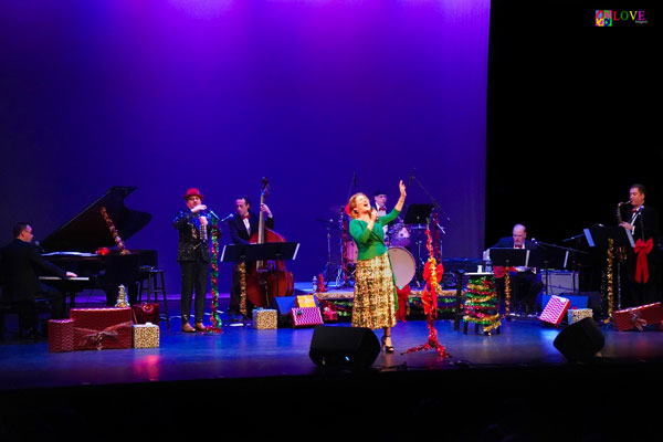 """Ana Gasteyer's """"Holiday Tipple"""" LIVE! at the Grunin Center"""