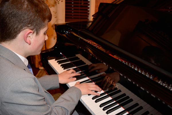 Kids On Keys & Dueling Pianos To Promote Autism Awareness