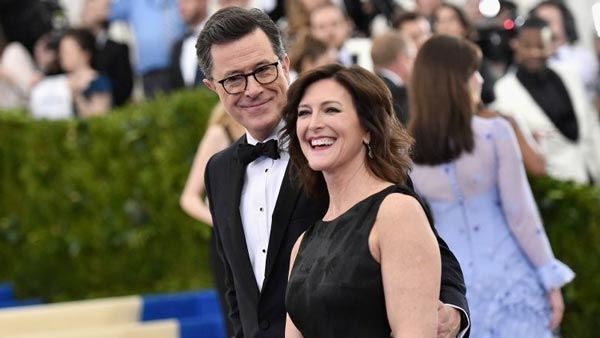 Photo of Stephen and Evelyn Colbert on the red carpet, smiling together