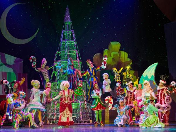 State Theatre New Jersey presents  Cirque Dreams Holidaze