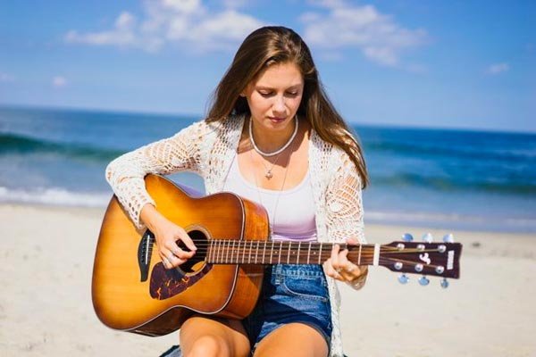 East Brunswick Singer-songwriter in Semifinals to Open at the Hollywood Bowl