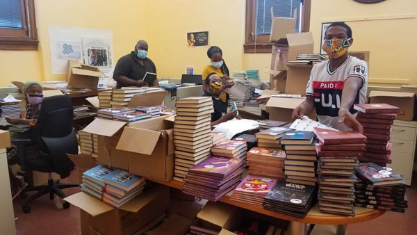 Newark Mayor Baraka's Book Club Distributes Over 10,000 Books To Local Residents Amid Pandemic